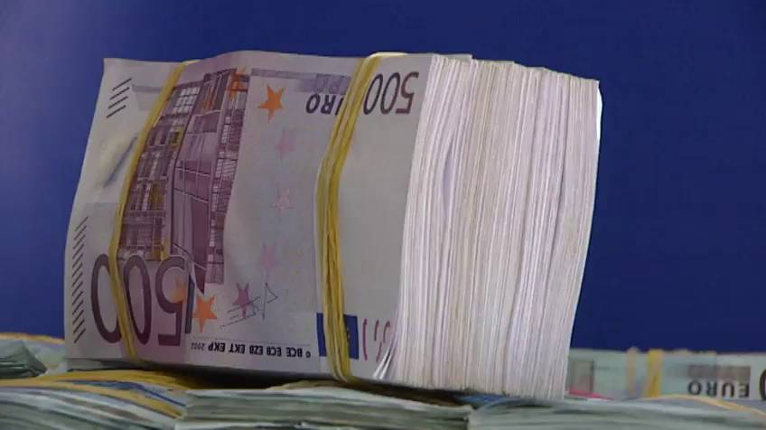 Limitation on cash payments over € 2.500